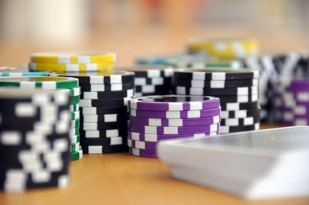 Comment apprendre à jouer au poker facilement ?